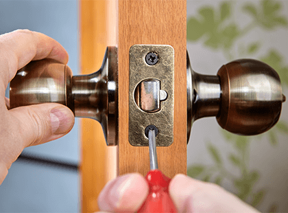 Internal workings of a doorknob