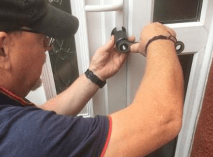 Locksmith David Working on upvc door