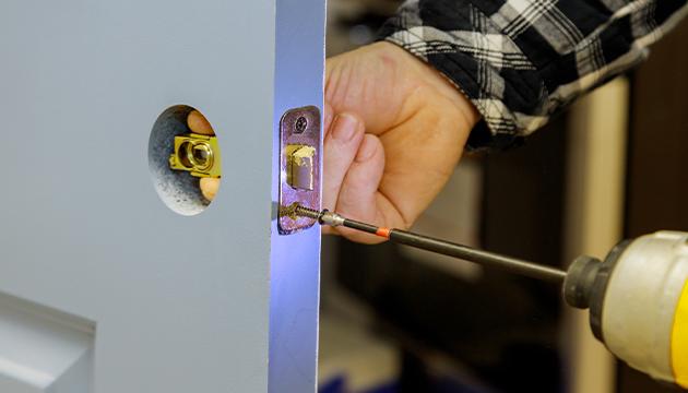 Fixing the internal workings of a wooden door