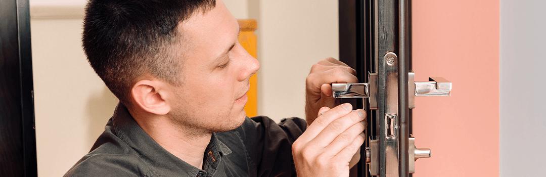 locksmith changing lock